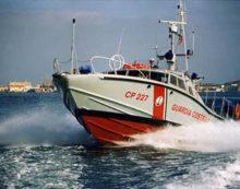 10 persone, tra cui due bambini, sono state soccorse in mare dalla Guardia Costiera di Anzio.