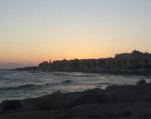 Controlli della Polizia sul litorale romano: sanzioni ad alcune attività commerciali di Anzio.