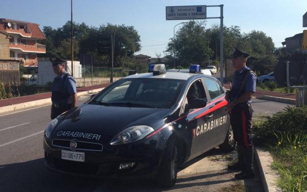 Perseguita l'ex moglie e reagisce ai carabinieri, in arresto