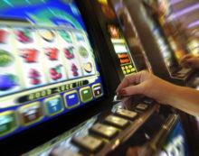 Furto in un bar di Santi Cosma e Damiano: ripulite le slot machine.