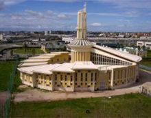 APRILIA – Nudo in chiesa, si lava con l'acqua santa. Intervengono i Carabinieri.