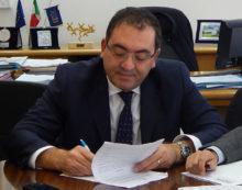 """Rifiuti, il Sindaco di Aprilia, Terra, risponde ai Grillini Apriliani: """"il Movimento 5 Stelle impari a governare""""."""