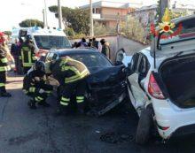Schianto in via Cavallo Morto a Nettuno, tre feriti