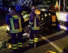 SEZZE – Bmw fuori strada sulla via Ninfina, finisce contro un muro: feriti due ragazzi.