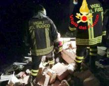 ARICCIA – Esplosione e crollo di una villetta in via Rufelli: due persone salvate dalle macerie.