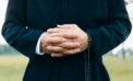 Continua a perseguitare il parroco di cui si era innamorata, 47enne di nuovo in manette