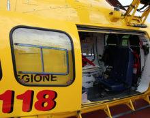 Dramma in chiusura del Carnevale a Minturno: 27enne cade da un carro e finisce sotto le ruote, elitrasportato a Roma.