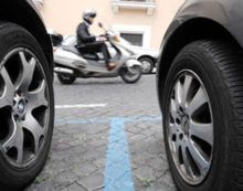 """Addio strisce blu alla stazione di Cisterna, """"Immorale far pagare pendolari"""""""