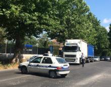 Aprilia, tir nella cunetta sulla via Nettunense: strada chiusa a tratti