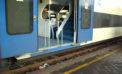 LATINA – Aggressione in treno, pendolari costretti ad attendere in stazione.