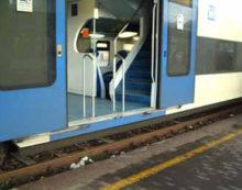 Decide di farla finita gettandosi sotto ad un treno, alla stazione di Latina Scalo: salvato dalla Polizia.