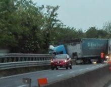 Autoarticolato fuori strada sulla Pontina, traffico paralizzato