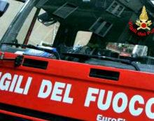 Auto in fiamme sulla strada regionale 637 di Frosinone e Gaeta, nel Comune di Lenola.