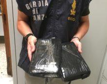 Arrestato a Catania corriere di droga, nascondeva in auto 2 kg di cocaina
