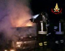 Cisterna, auto in fiamme in via Reynolds