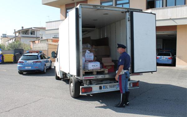 Una tonnellata di kebab già scongelata nel frigo del camion, 45enne denunciato dalla Stradale di Aprilia