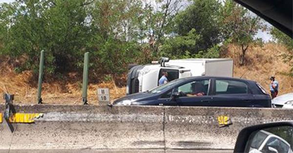 Inseguimento e spari sulla Pontina, bloccato dai carabinieri l'autista di un camion
