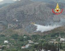 50 ettari di vegetazione in fiamme a Formia. Grosso incendio anche a Borgo Sabotino, a Latina.