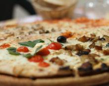 Un corso per pizzaiolo per i detenuti del carcere di Latina, l'iniziativa del cappellano