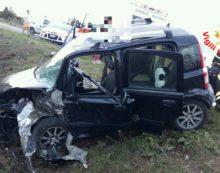Frontale lungo via dei Rutuli, ad Aprilia: tre persone ferite.