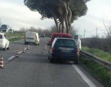 Pontina, auto in panne a Castel Romano crea rallentamenti