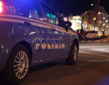 44enne di Aprilia girava con un manganello, fermato dalla polizia