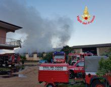 Magazzino in fiamme sulla Migliara 54, a Sabaudia.