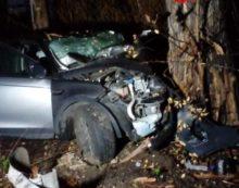 Escono fuori strada con l'auto in via Montello, a Latina: 5 ragazzi feriti.