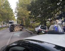 Incidente sulla Nettunense a Campo di Carne, auto si ribalta FOTO