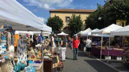 Torna il mercatino dell'antiquariato e dell'artigianato in Piazza Roma, ad Aprilia.