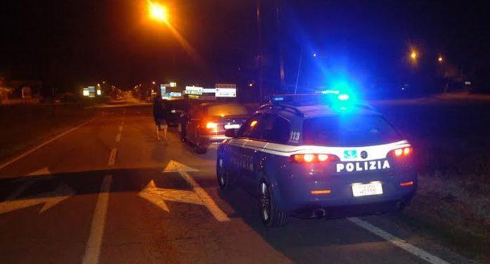 Brutto incidente nella notte sulla Pontina, tra Ardea ed Aprilia: un'auto, con 4 bambini a bordo, si capovolge in strada.