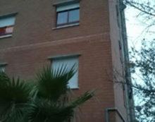 Allacci abusivi agli alloggi Ater di via Londra, ad Aprilia: due intere palazzine restano senza corrente.