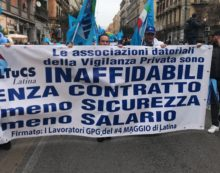 Lavoratori della vigilanza privata di Latina scioperano a Napoli