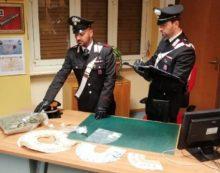 Spacciavano cocaina e marijuana nei pressi di un ristorante di Torvaianica: in tre in manette.