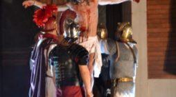 Passione Vivente di Cristo: ecco le immagini della suggestiva rappresentazione ad Aprilia.