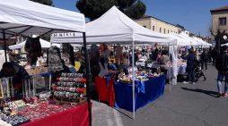 Questa domenica 28 aprile ad Aprilia torna il mercatino in Piazza Marconi.