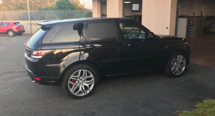 A tutta velocità sulla Pontina, su una Range Rover Sport rubata a Bologna: inseguito e arrestato dalla Stradale di Aprilia.