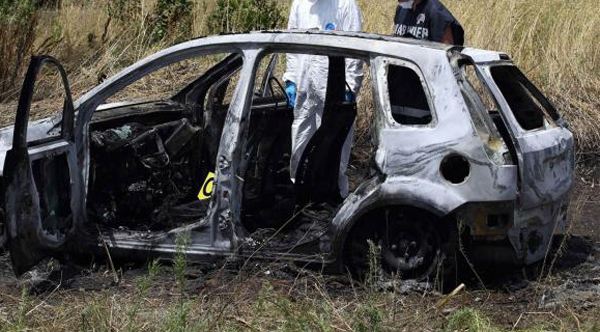 Cadaveri carbonizzati a Torvaianica: l'autopsia chiarirà se le vittime sono Maria Corazza e Domenico Raco.