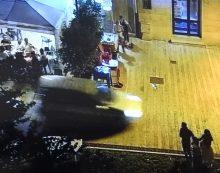 Cisterna, follia dopo la festa: automobilista contromano tra la gente, arrestato