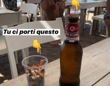 Una birra fredda in cambio di un bicchiere di cicche di sigaretta, l'idea eco per tenere pulita la spiaggia