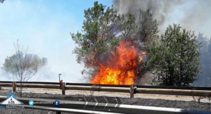 Pontina, incendio a Campoverde. Disagi al traffico