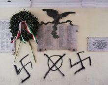 Rimosse le svastiche dal muro del Comune di Genzano, l'Anpi organizza presidio
