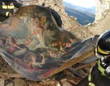 La tela dell'Annunciazione, recuperata ad Arquata, ristrutturata grazie agli operai della Palmolive di Anzio.