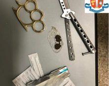 Sorpresi in auto con droga ed armi da taglio: due giovani denunciati a Gaeta. Scatta anche il ritiro di una patente.