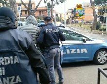 Tre arresti in provincia di Roma per usura, estorsione e abusivo esercizio del credito: avevano legami con il clan dei Gallace. Il VIDEO