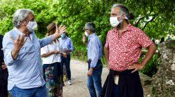 Stefano Bollani visita il Giardino di Ninfa, 2 giorni tra la natura