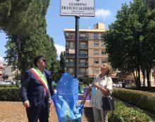 """Aprilia, inaugurato il giardino intitolato a Franco Calissoni: """"La sua storia esempio per i giovani"""" FOTO"""