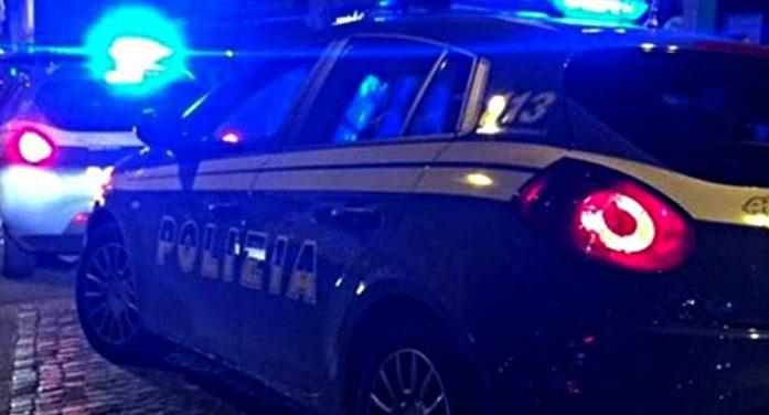 Anzio – Accoltella la compagna dopo una lite, arrestato mentre tenta di togliere le tracce di sangue