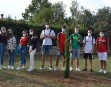 Studenti del Liceo Pascal donano 3 alberi al Comune di Pomezia