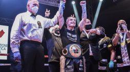 Al Palasport di Fondi il pugile italiano Michael Magnesi si aggiudica la cintura mondiale IBO dei pesi superpiuma.
